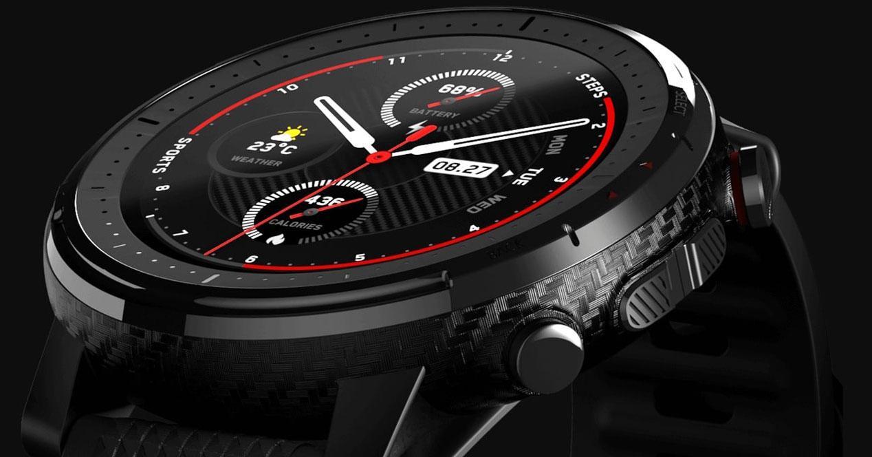 Smartwatch Amazfit Stratos con fondo negro