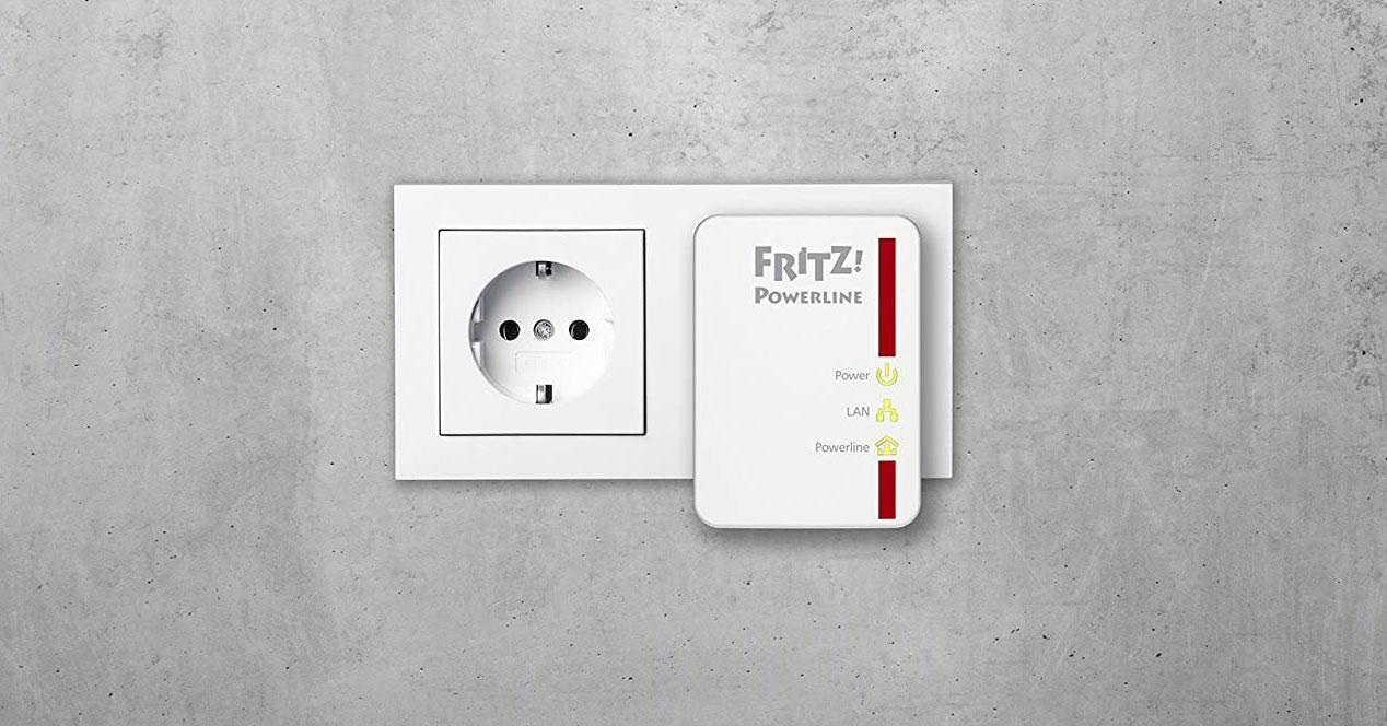 PLC conectado en pared gris