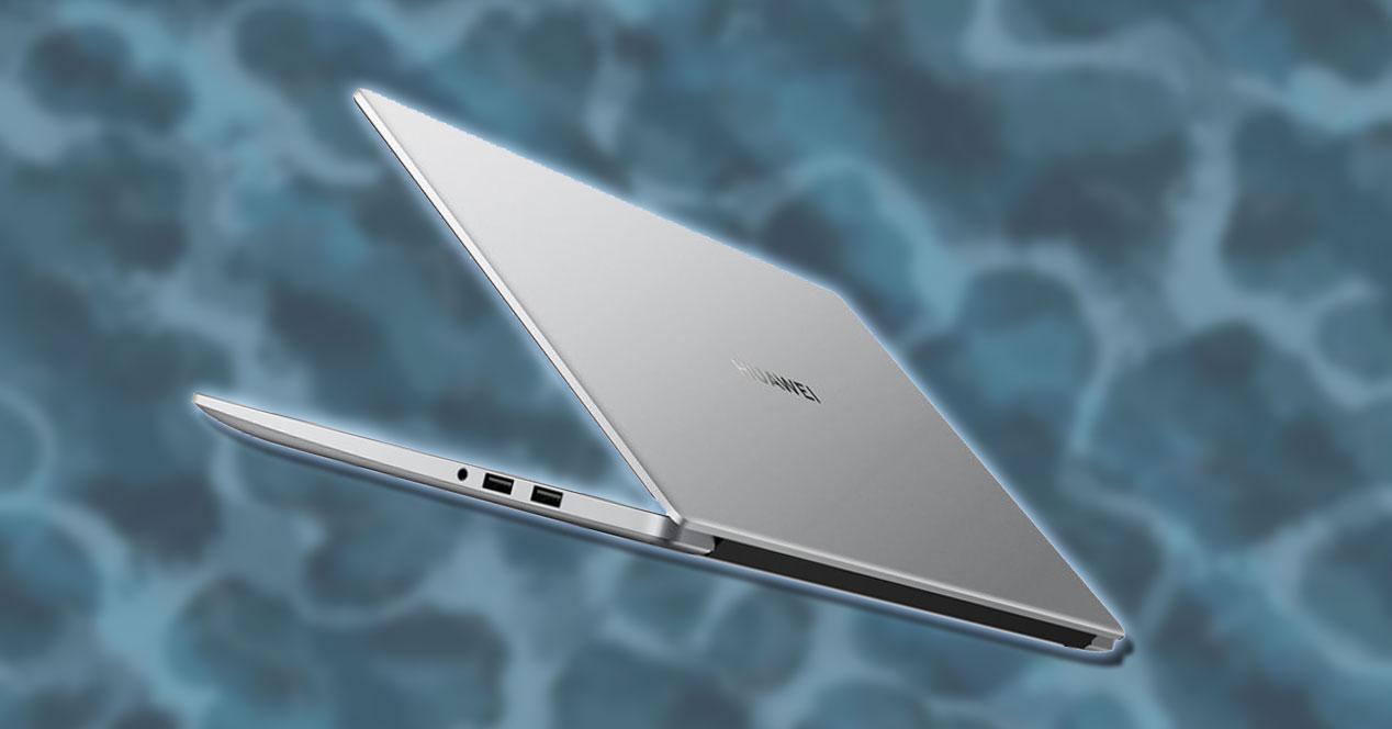 Portátil Huawei MateBook D 15 con fondo