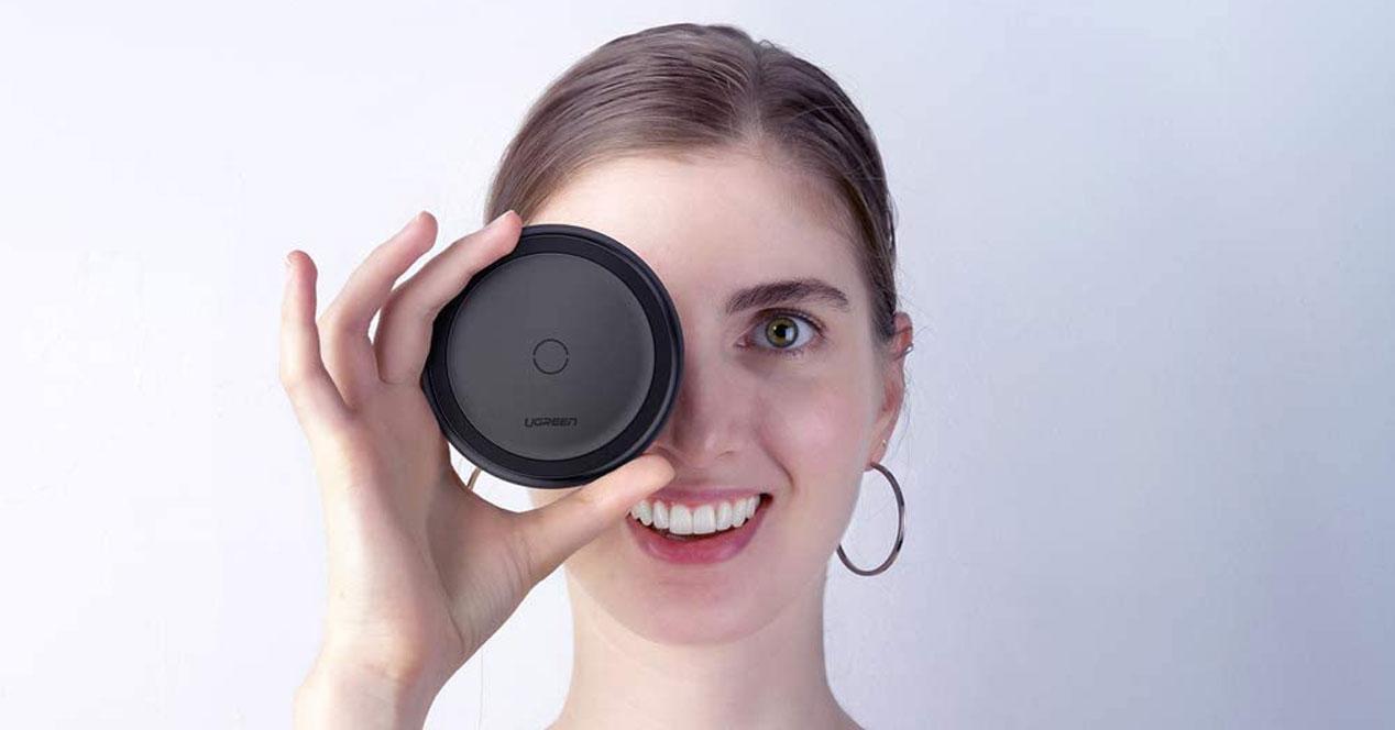 cargadores inalámbricos con un chica en ojo