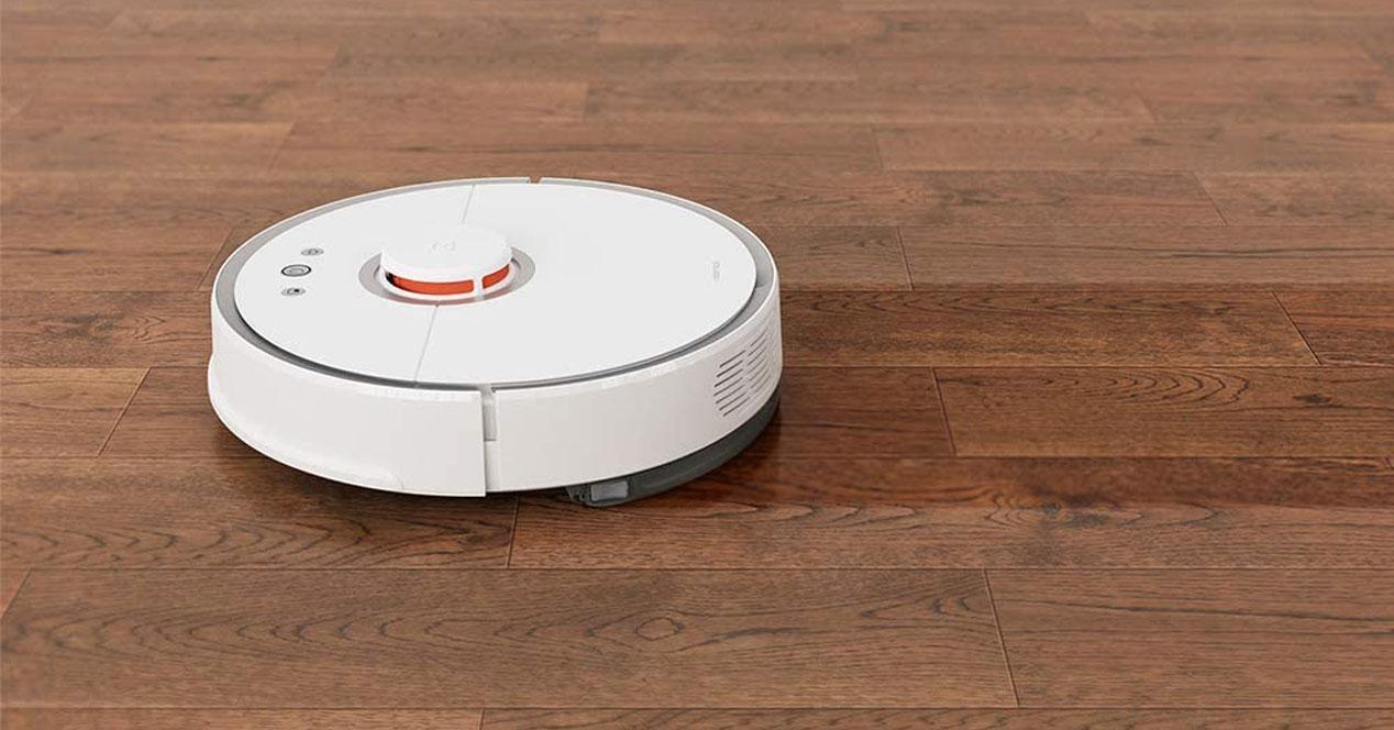 robots aspirador blanco en funcionamiento