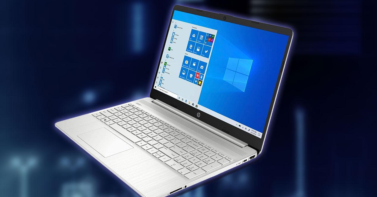 Portátil HP 15s-eq0025ns con fondo azul