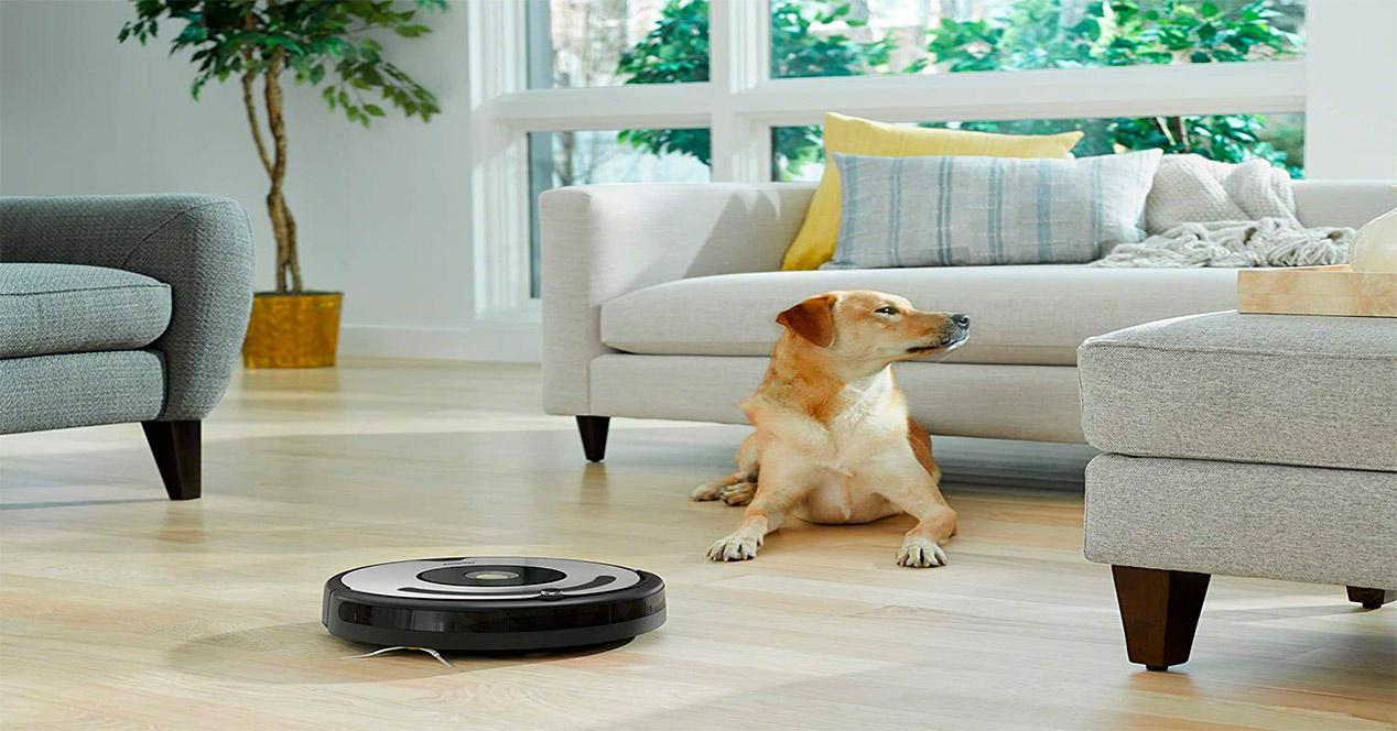 Robot aspirador Roomba 671 en funcionamiento