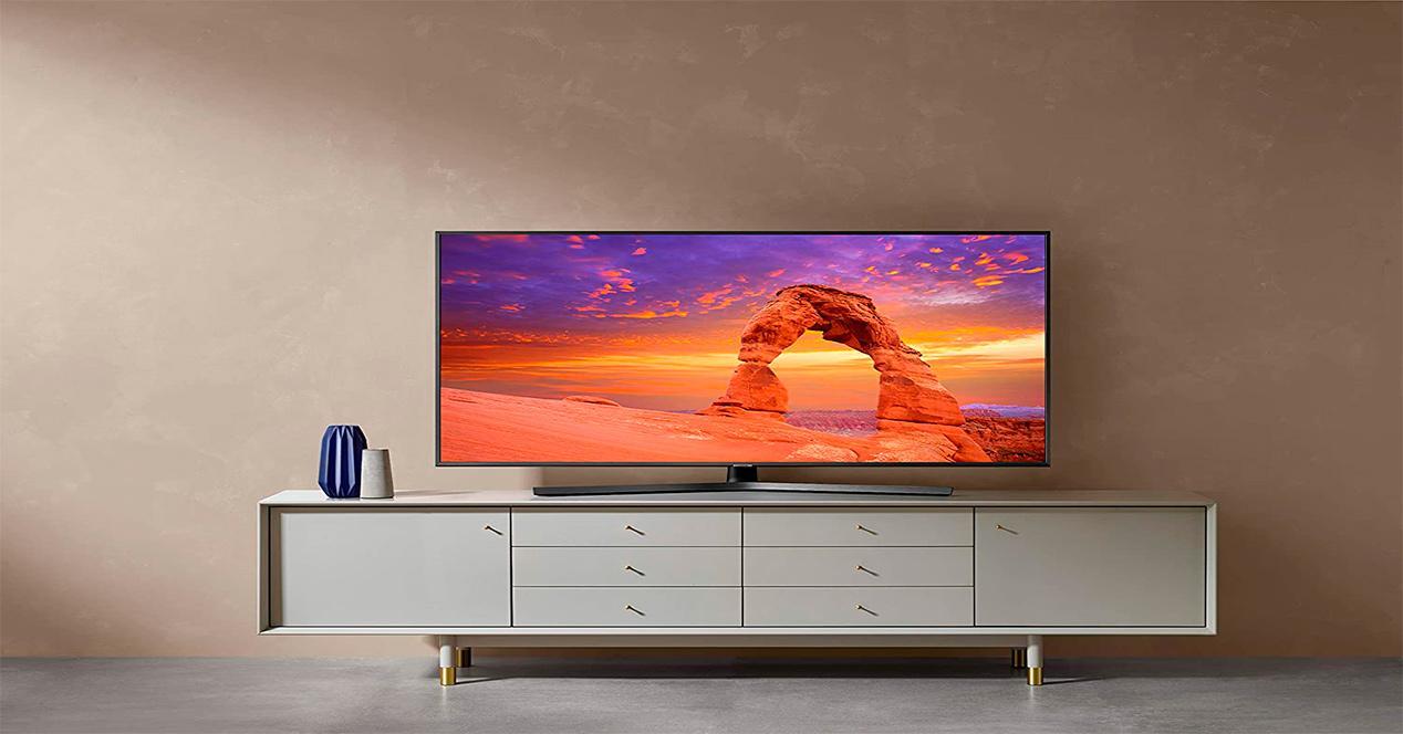 Samsung 50RU7405 decoración salón