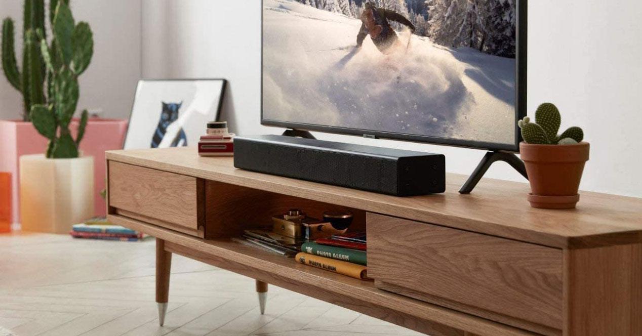 Uso de la barra de sonido Samsung HW-N300 en el salón