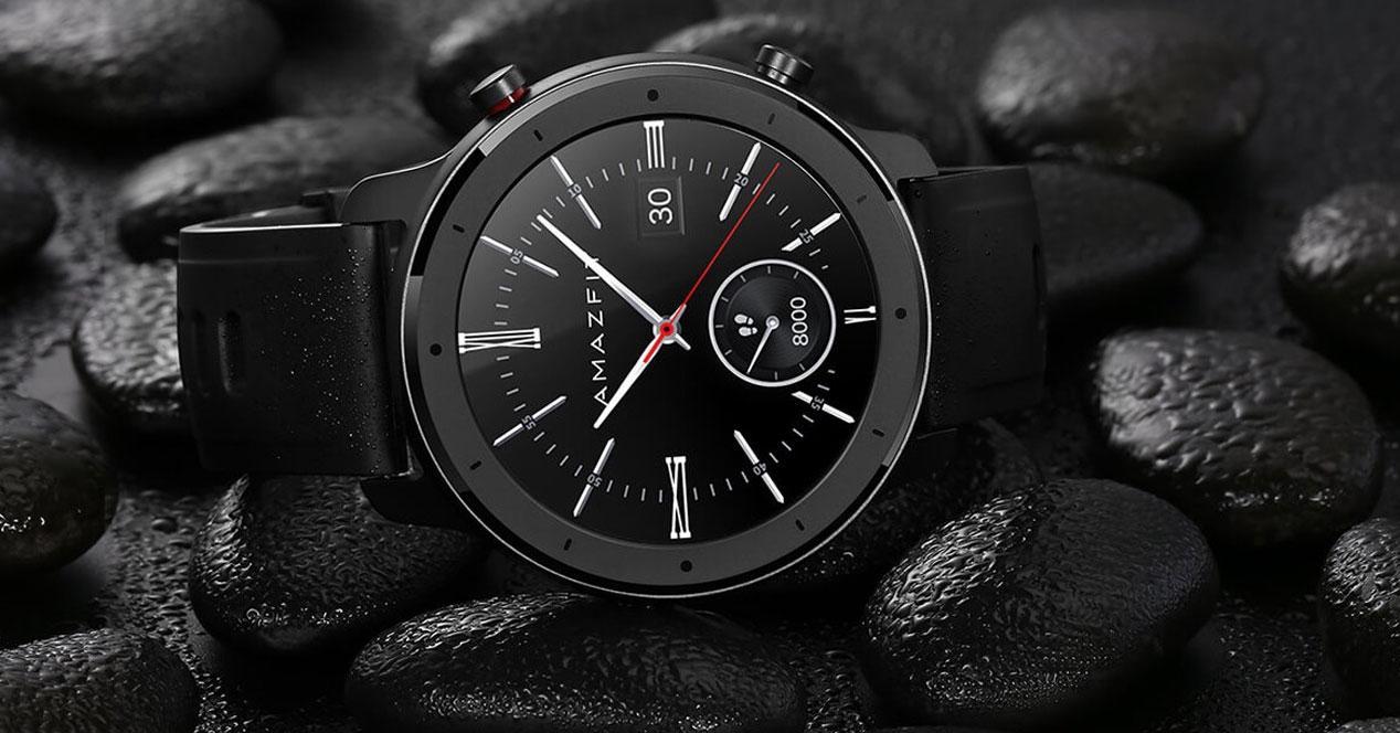 Smartwatch Xiaomi Amazfit GTR con fondo negro