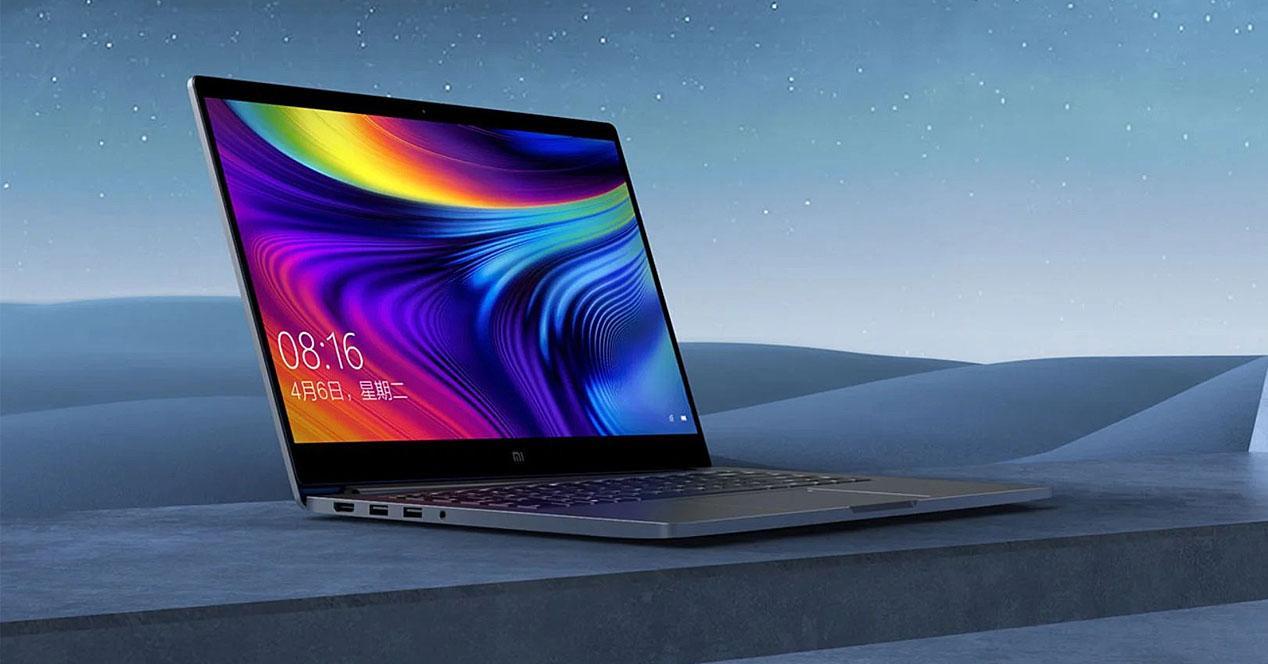 Xiaomi Mi Notebook Pro 2020 con fondo cielo