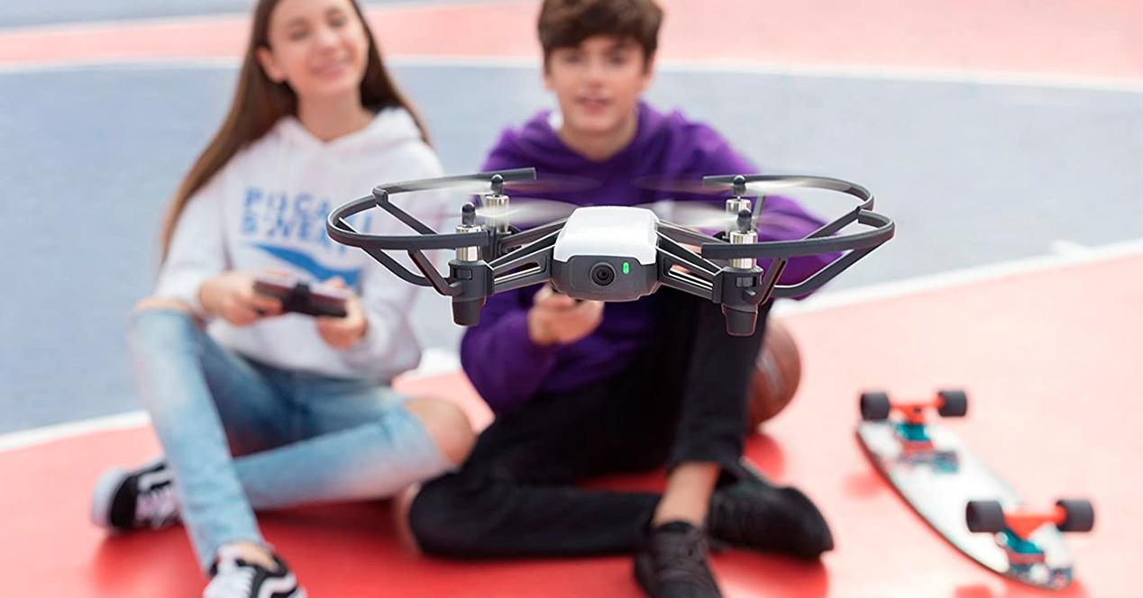 Niños con drones baratos