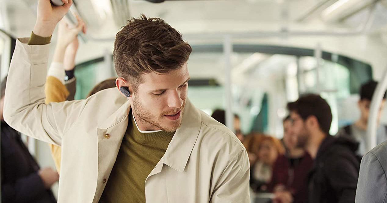 Uso de auriculares en un autobús