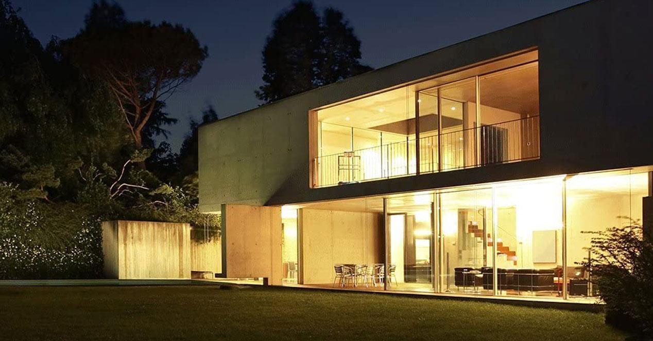 Uso de bombillas inteligentes en una casa