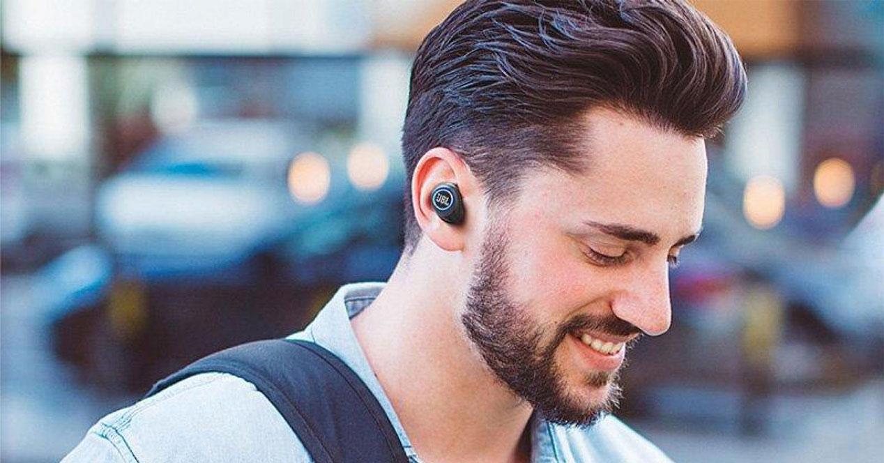 Uso de los auriculares JBL Free