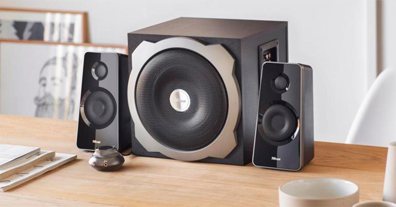Altavoces 2.1 mejora el sonido
