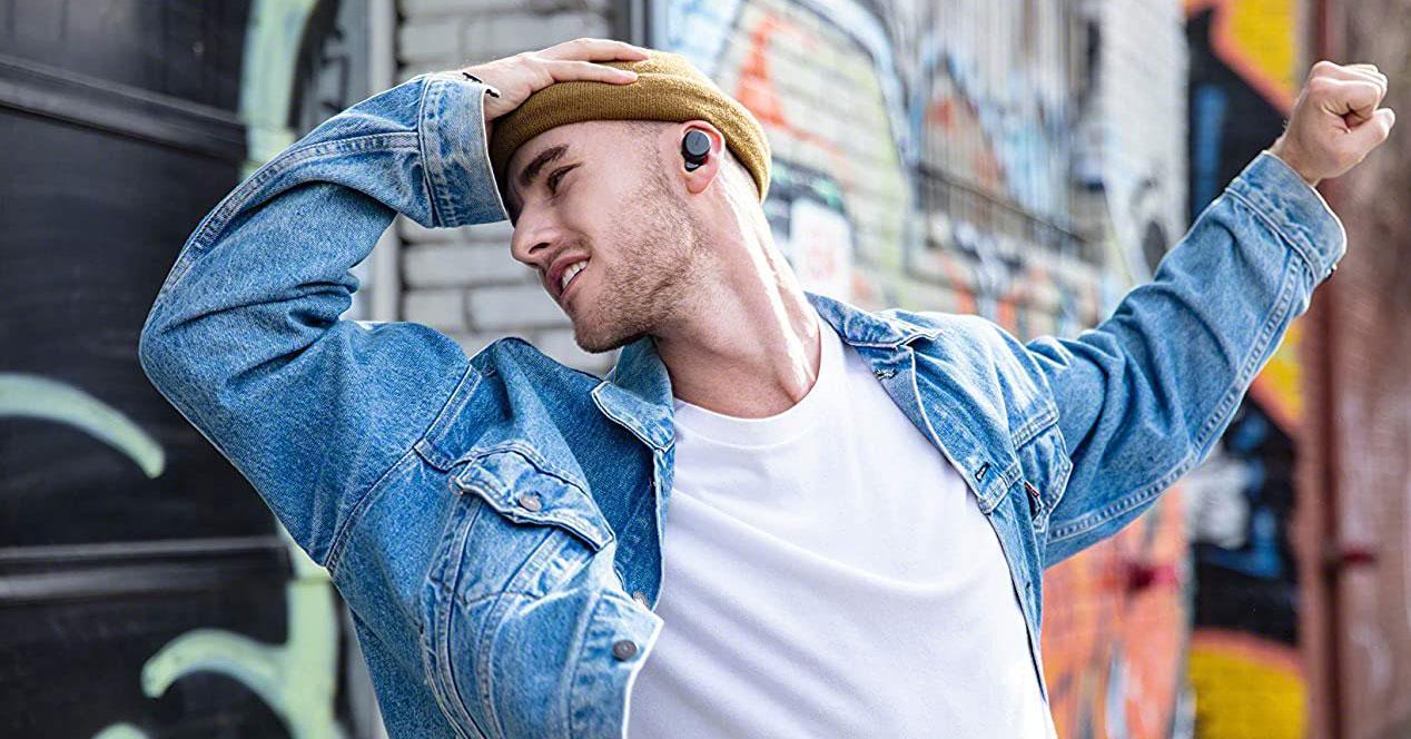 uso de los auriculares Sony WFXB700