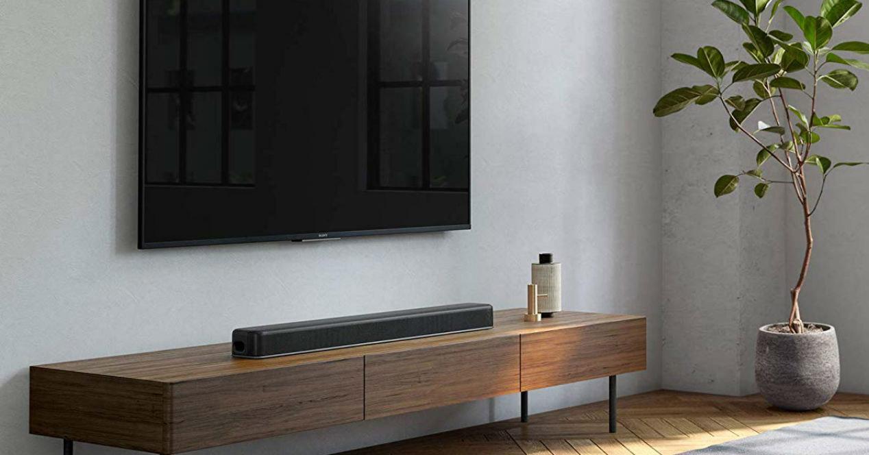 Barra de sonido Sony HT-X8500 en una mesa