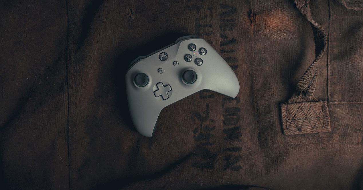 Mando blanco de la consola Xbox