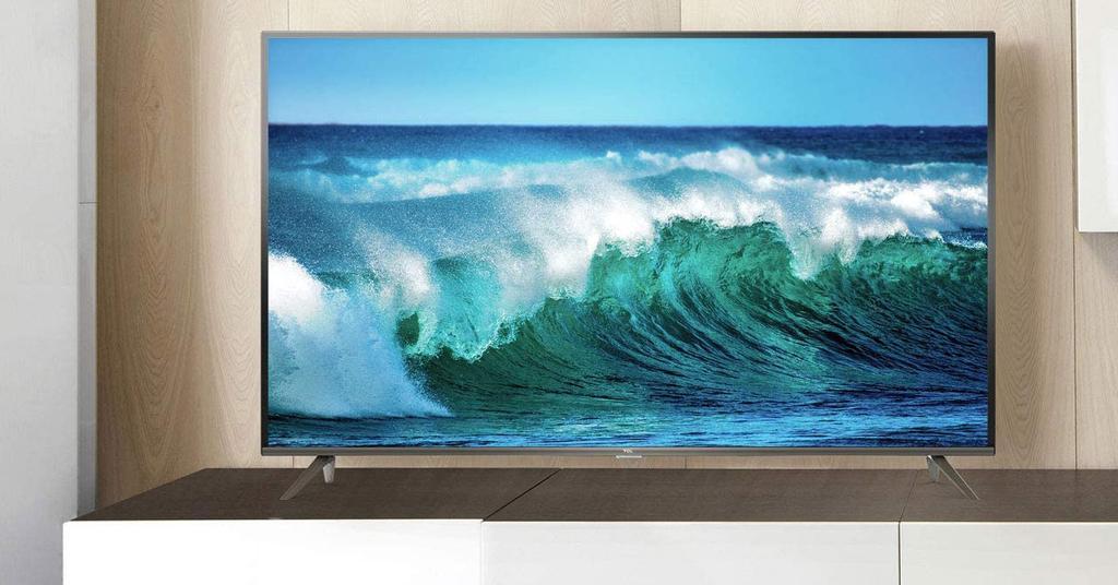 Smart TV TCL 43EP640 en el salón