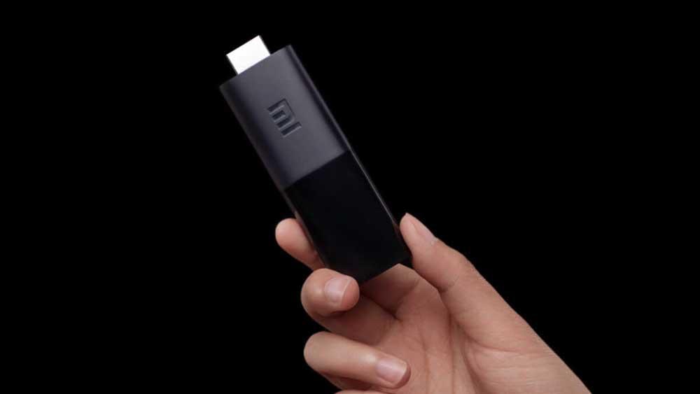 Xiaomi Mi TV Stick en la mano