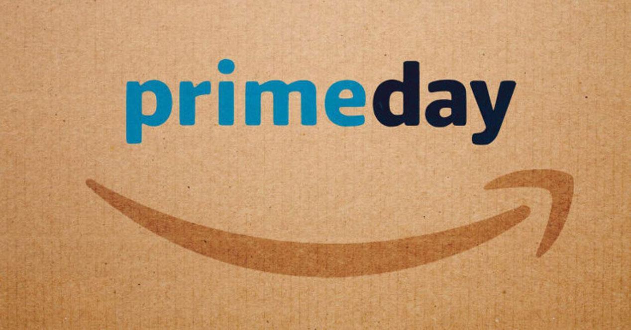 Logotipo de Amazon Prime Day con fondo marrón