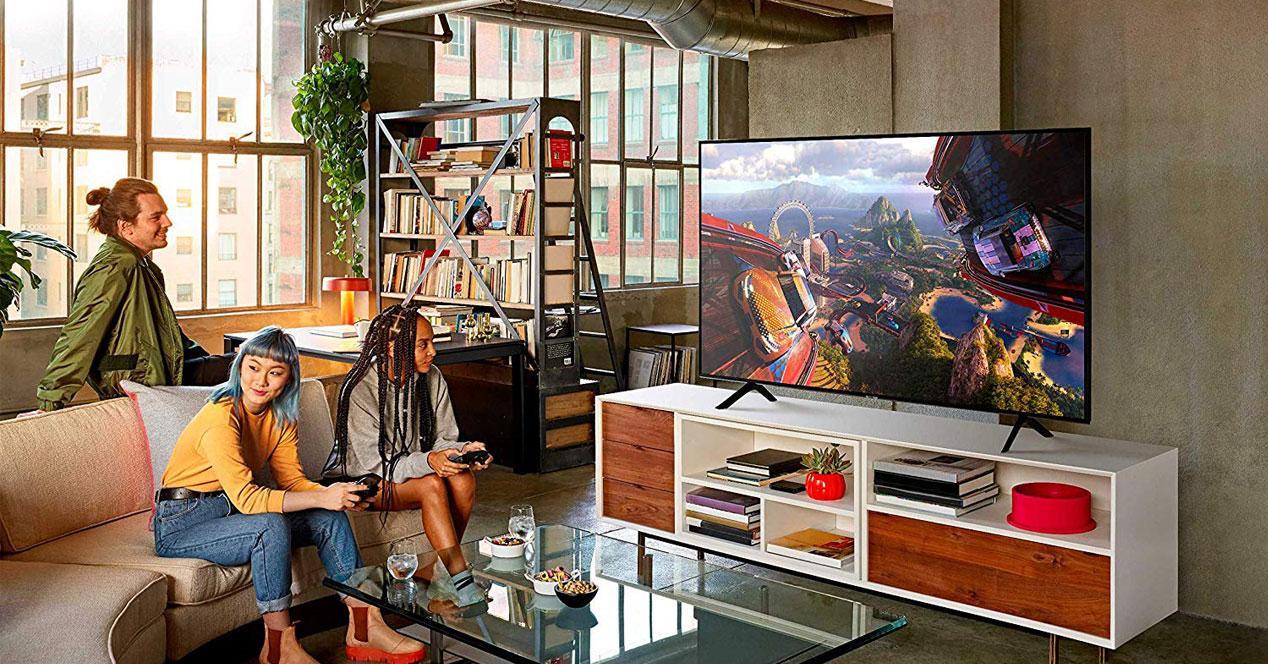 Uso de la Smart TV Samsung QE65Q64R,
