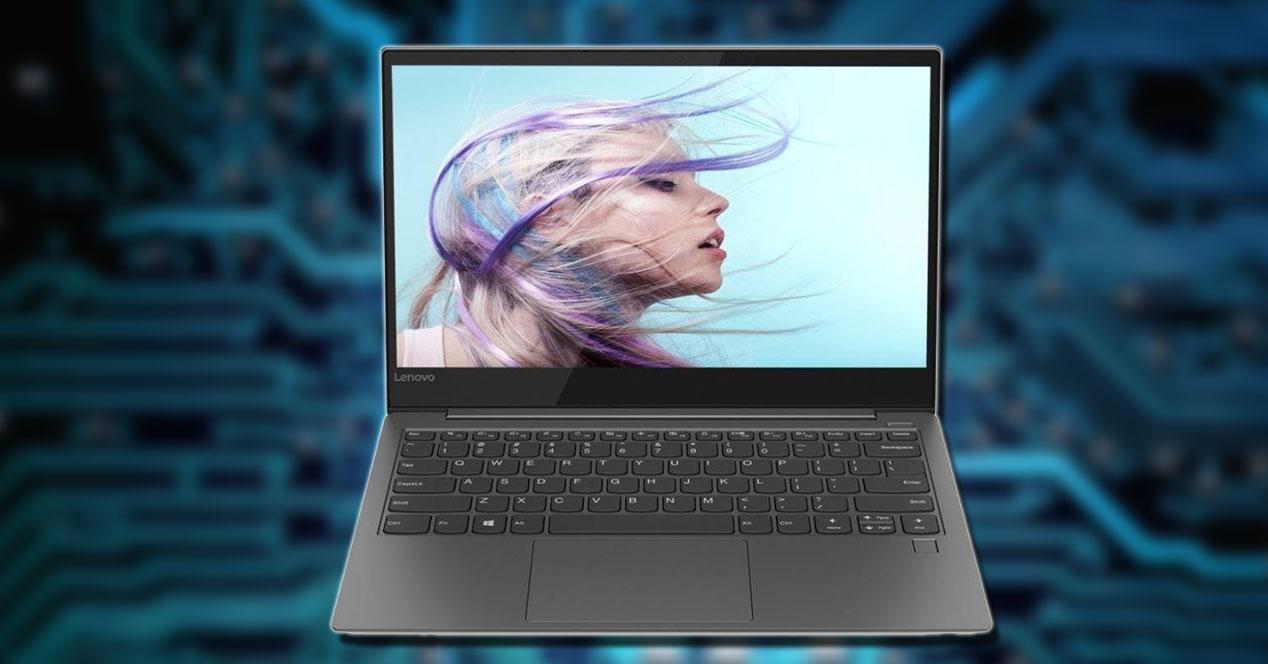 Portátil Lenovo Yoga S730 con fondo