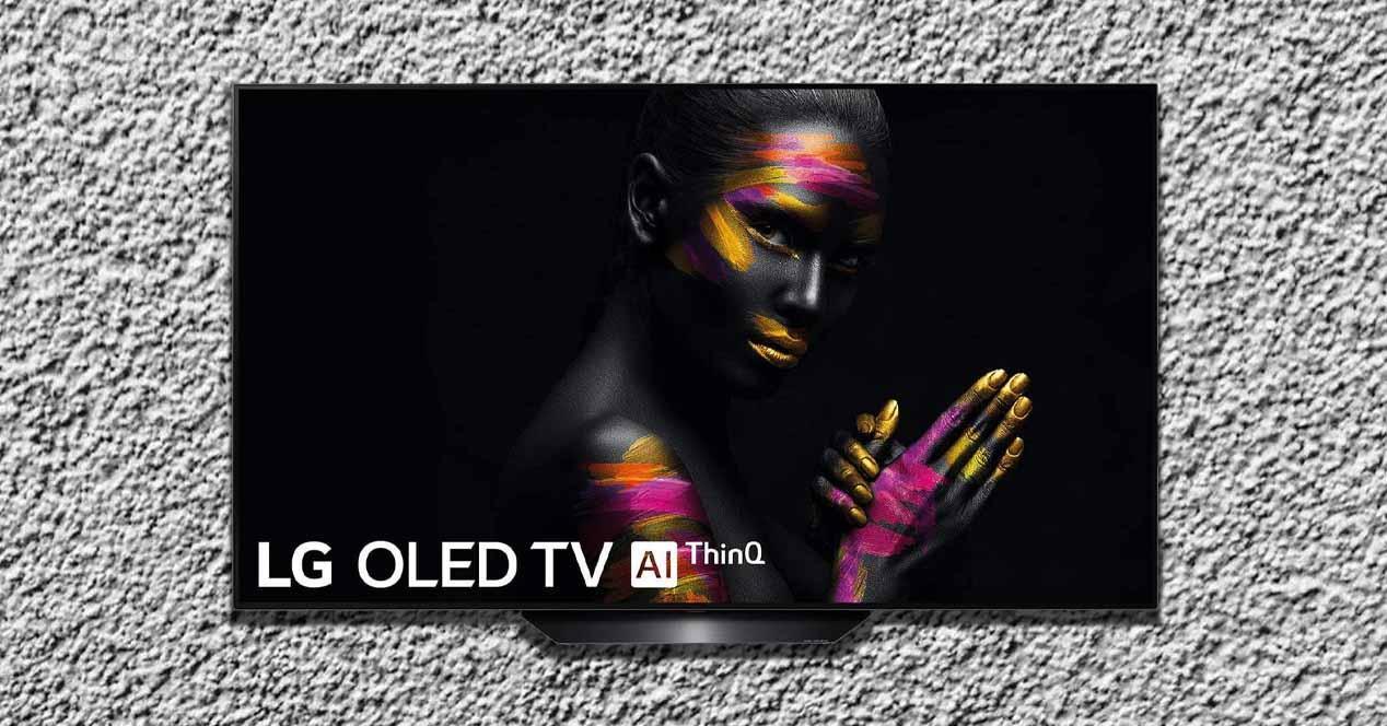 Smart TV LG OLED frontal encendida