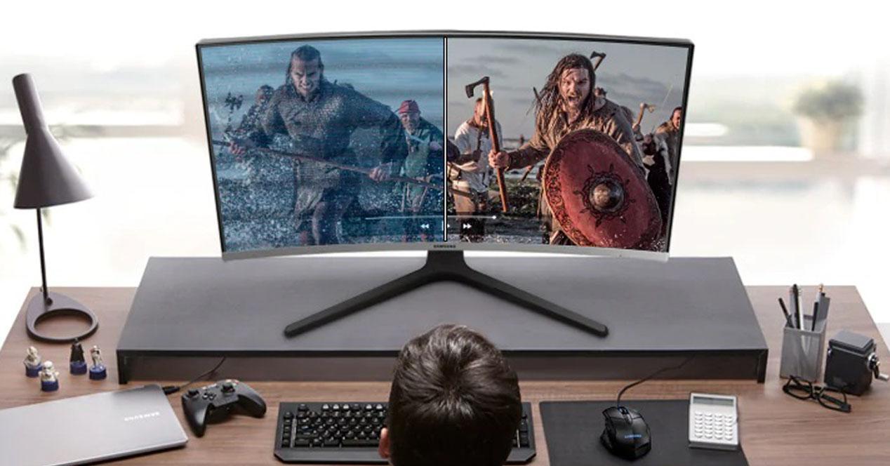 monitor samsung en una mesa