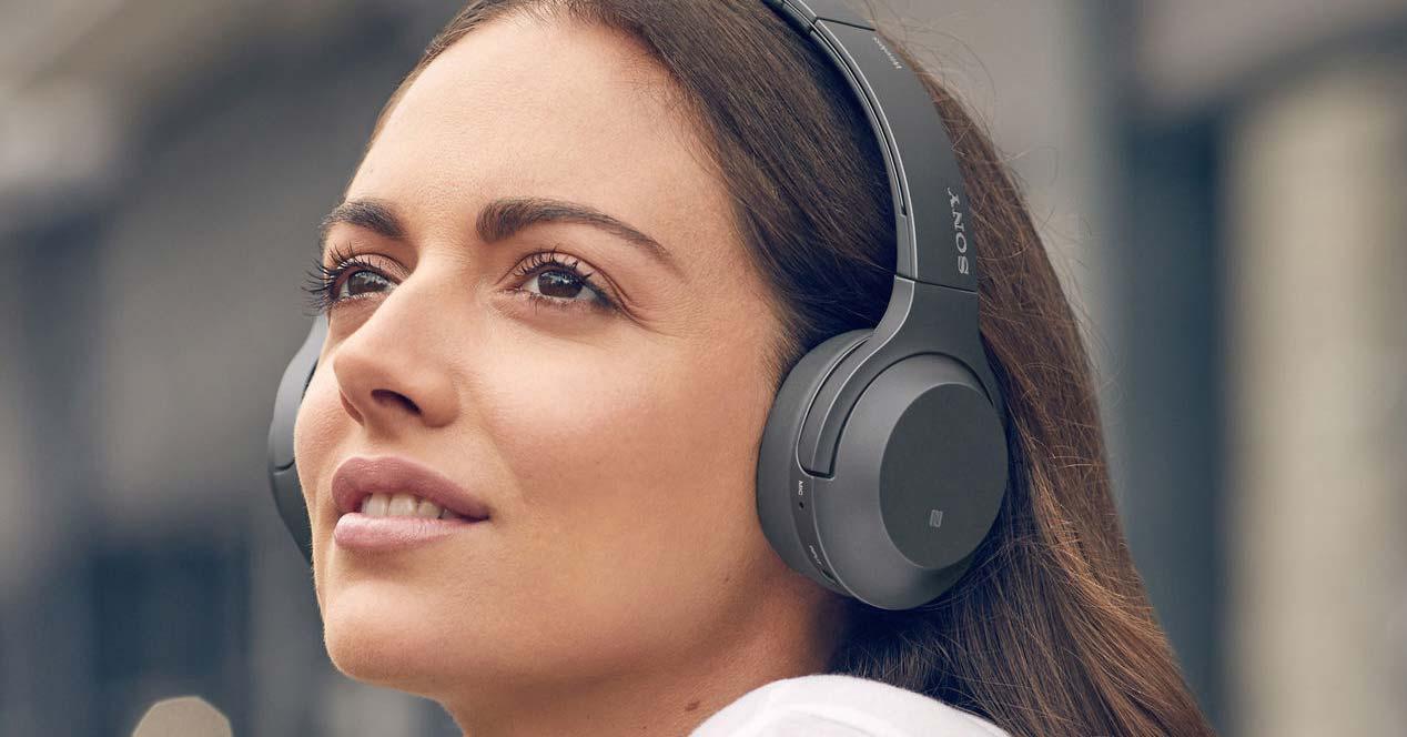 Uso de los auriculares Sony WHH800