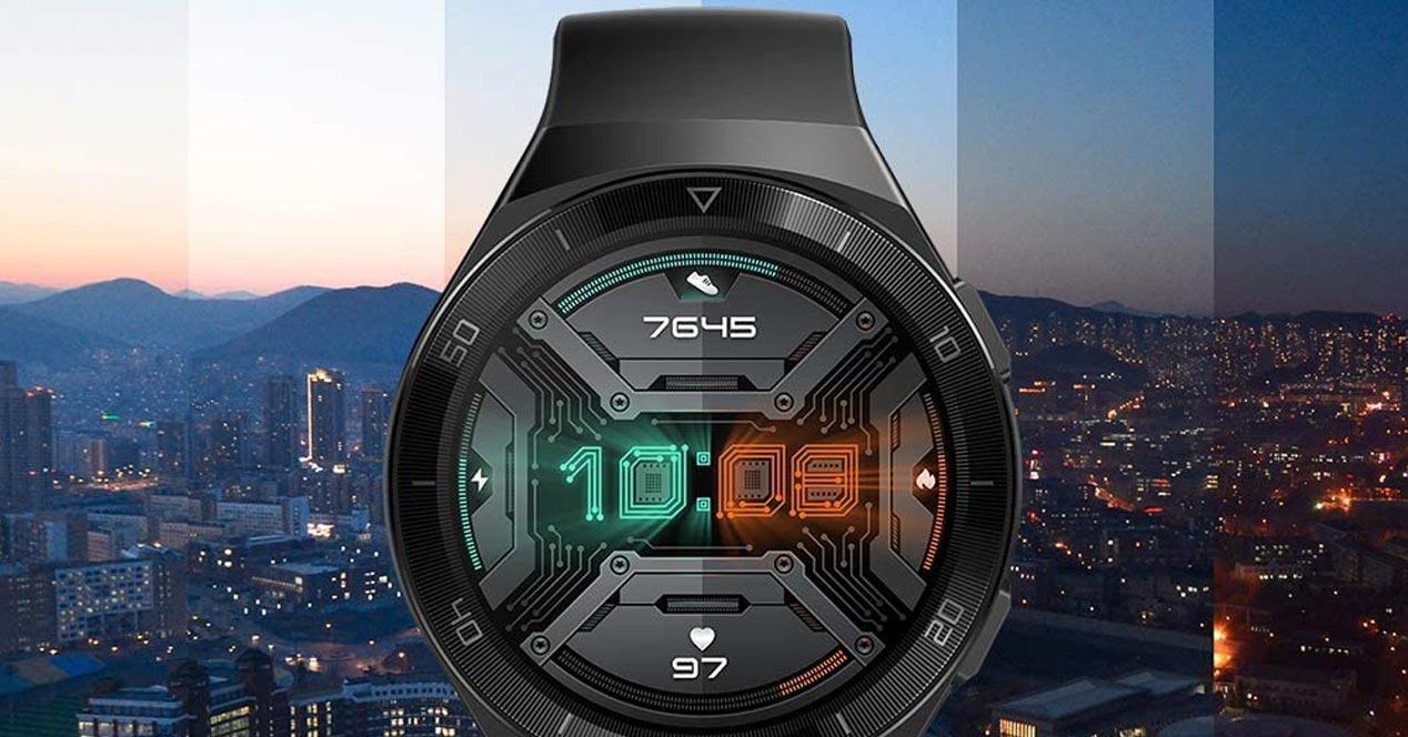 Smartwatch Huawei Watch GT 2e Sport con fondo