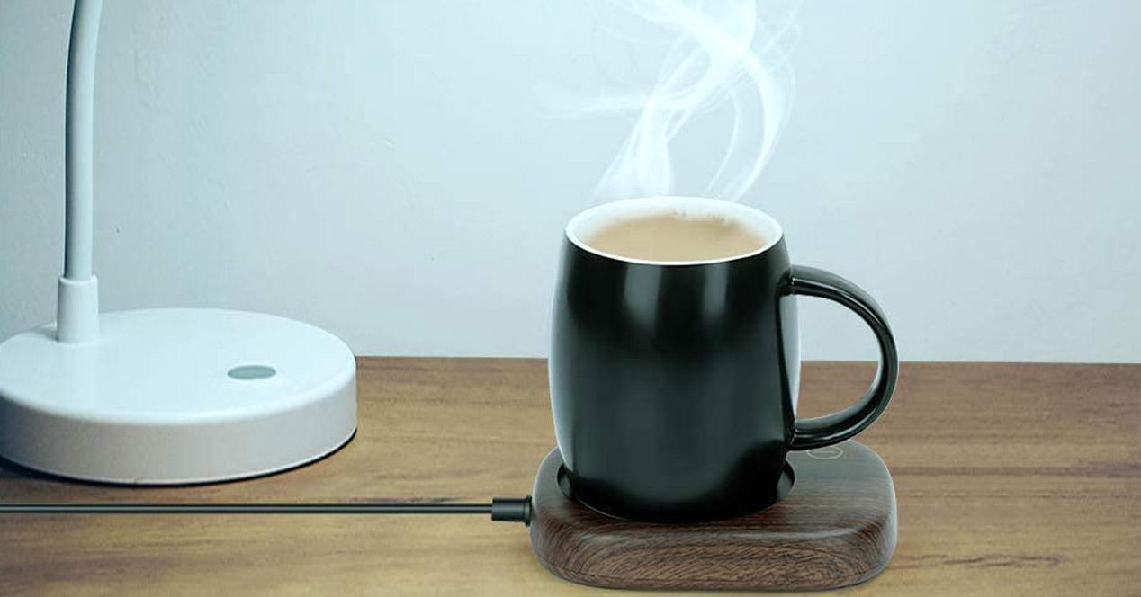 calentador taza en la mesa
