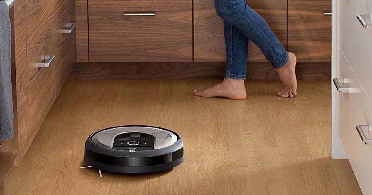 robot aspirador roomba funcionando