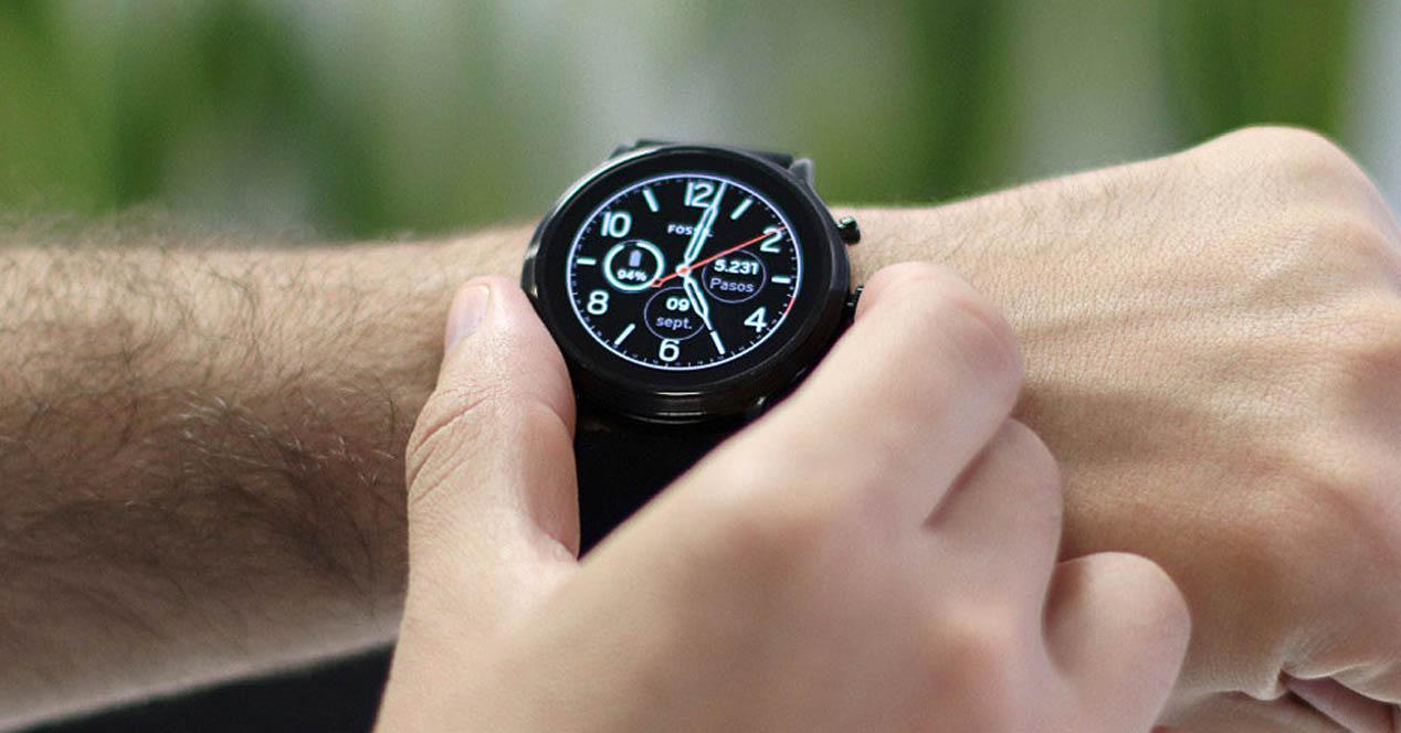 Fossil Smartwatch FTW4018 en la muñeca