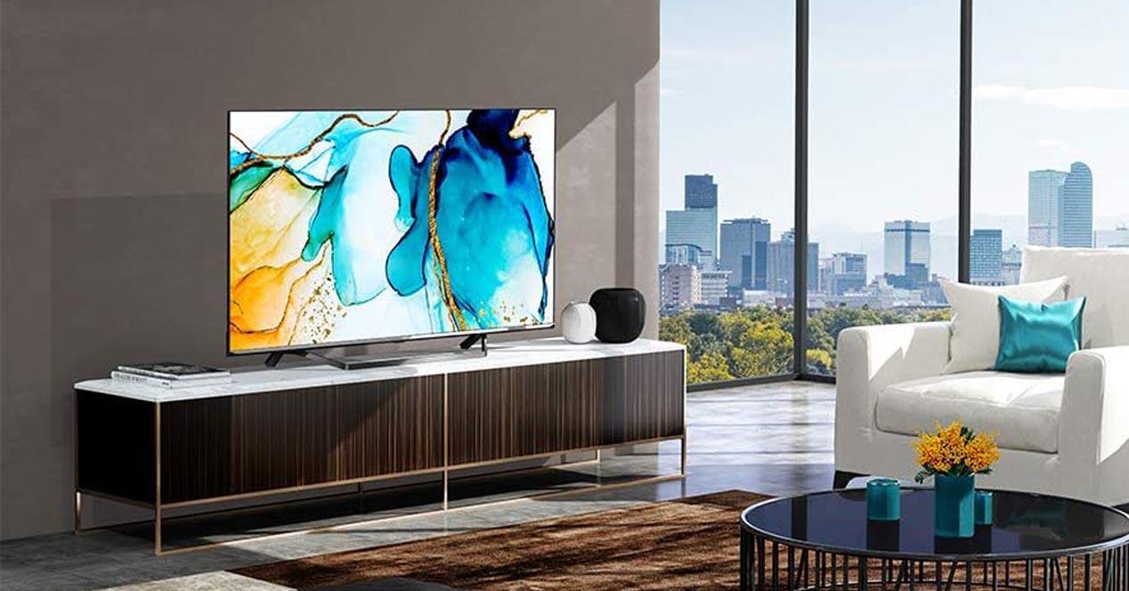 imagen de Smart TV Hisense en un salón