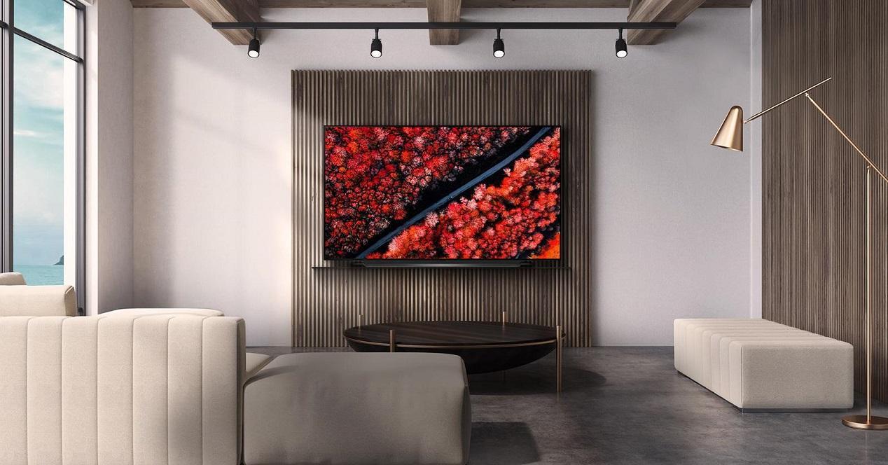 Smart TV LG C9 colgada