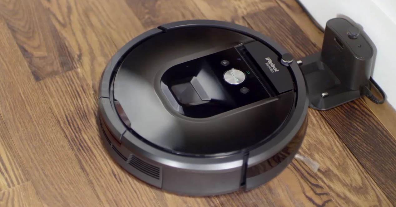 robot aspirador Roomba 981 limpiando