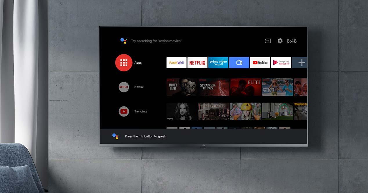 Smart TV Android colgada en la pared
