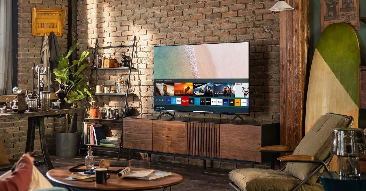 Smart TV Samsung 43TU7095 en el salón