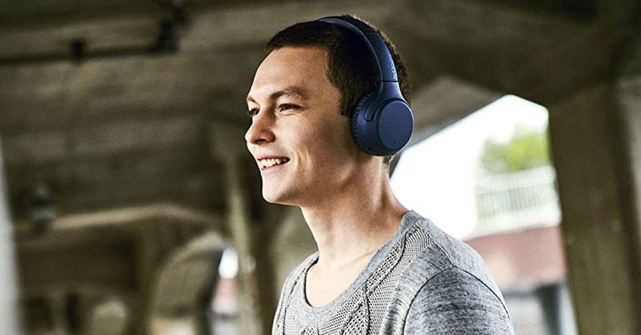 Uso de los auriculares Sony WH-XB700