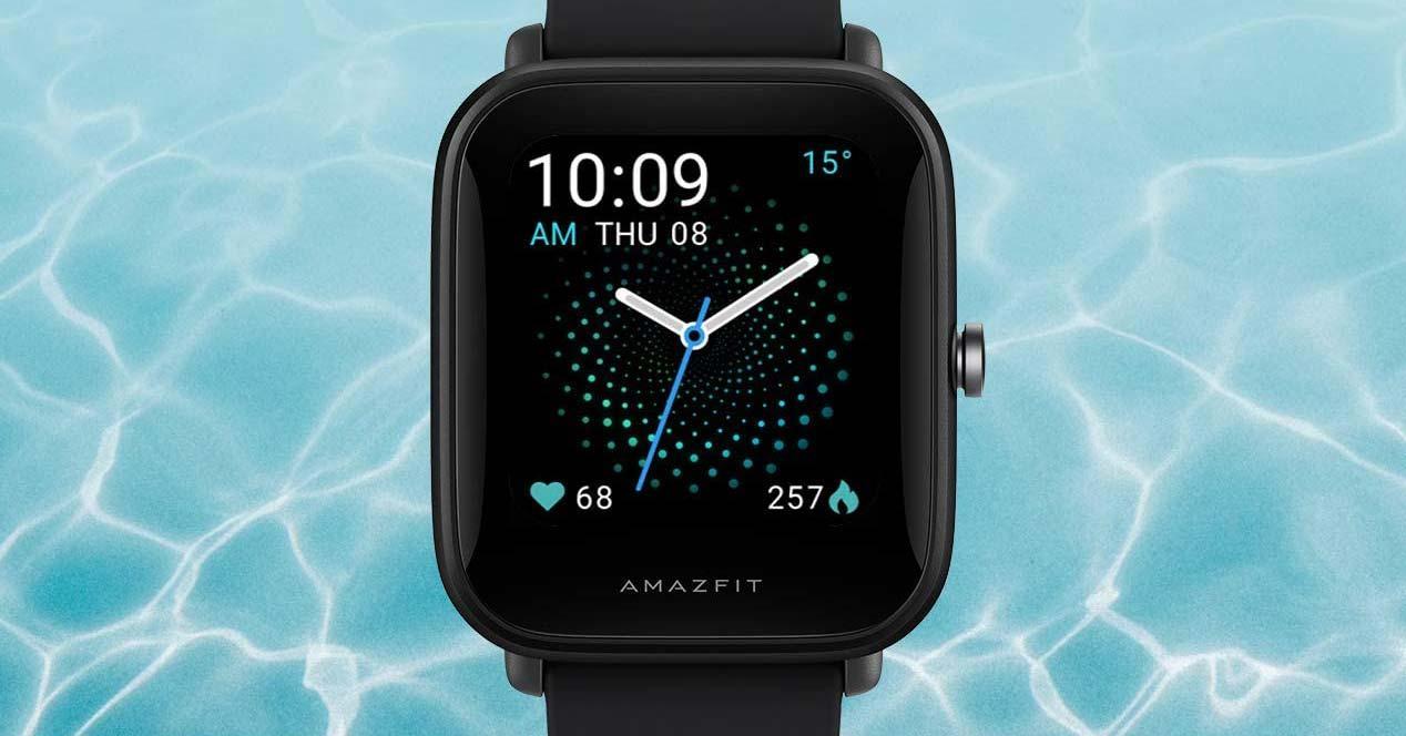 Smartwatch Amazfit Bip U en agua