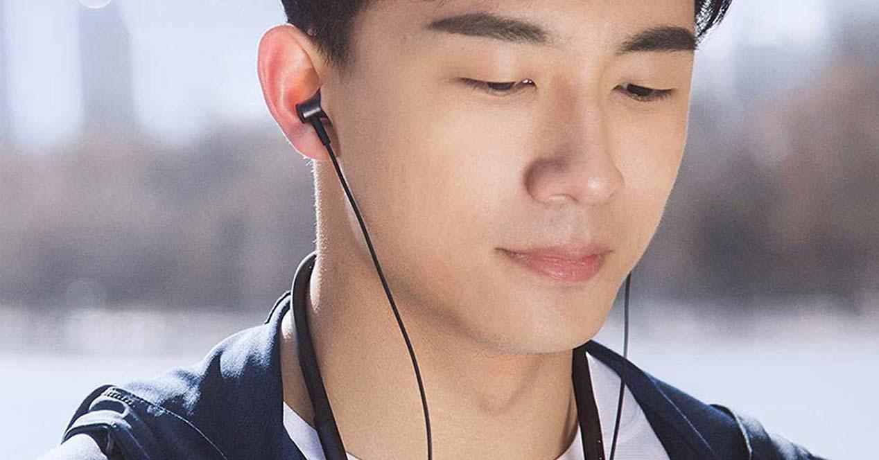 uso de los auriculares Xiaomi Mi Neckband