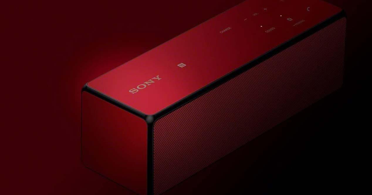 Altavoz Sony SRS-X33 con fondo oscuro