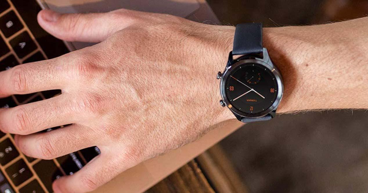 Uso del smartwatch TicWatch C2