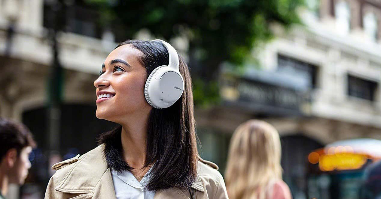 Uso de los auriculares Sony WHCH710NL