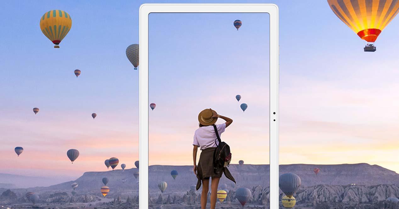 Tablet Samsung Galaxy Tab A7 con fondo globos