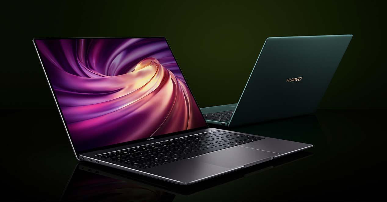 Portátil Huawei Matebook X Pro con fondo negro
