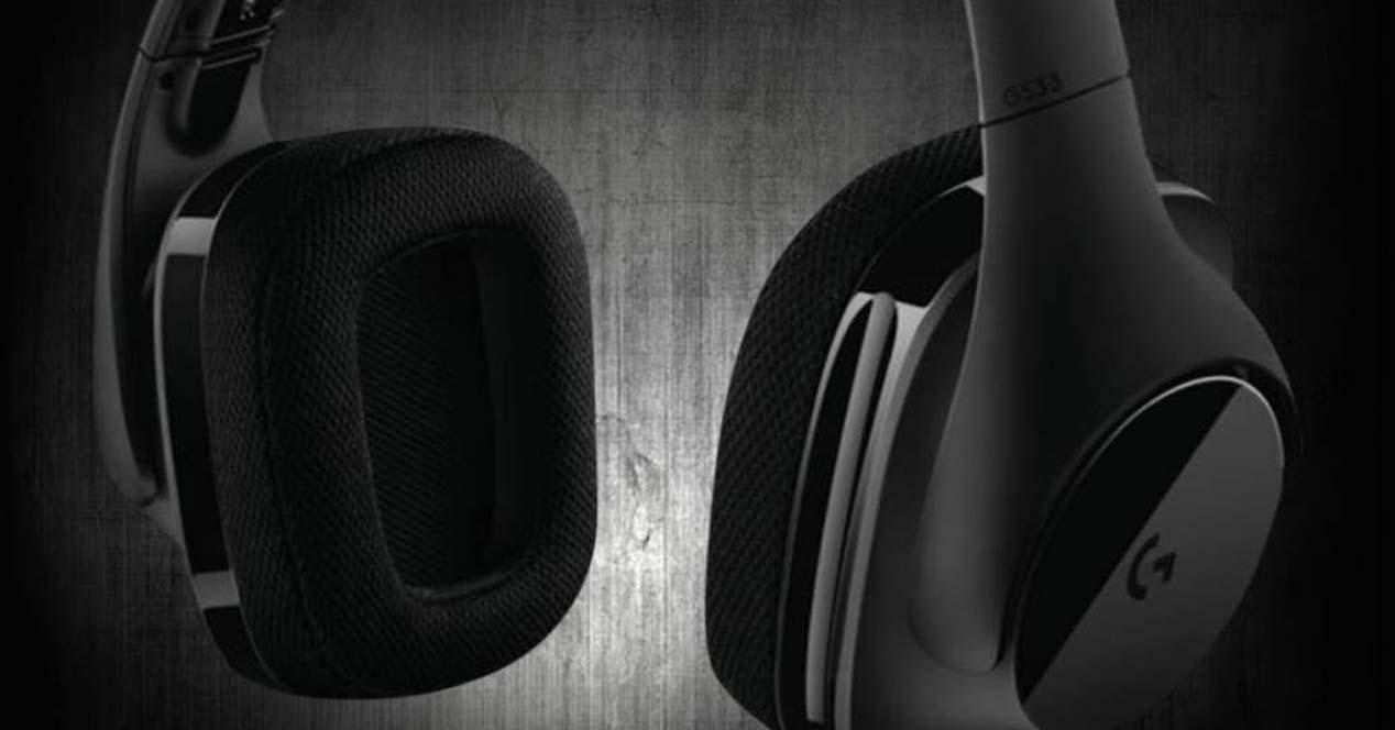 Auriculares Logitech G533 con fondo