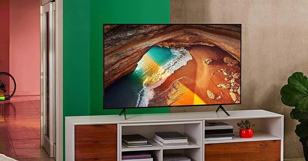 Smart TV Samsung en una mesa