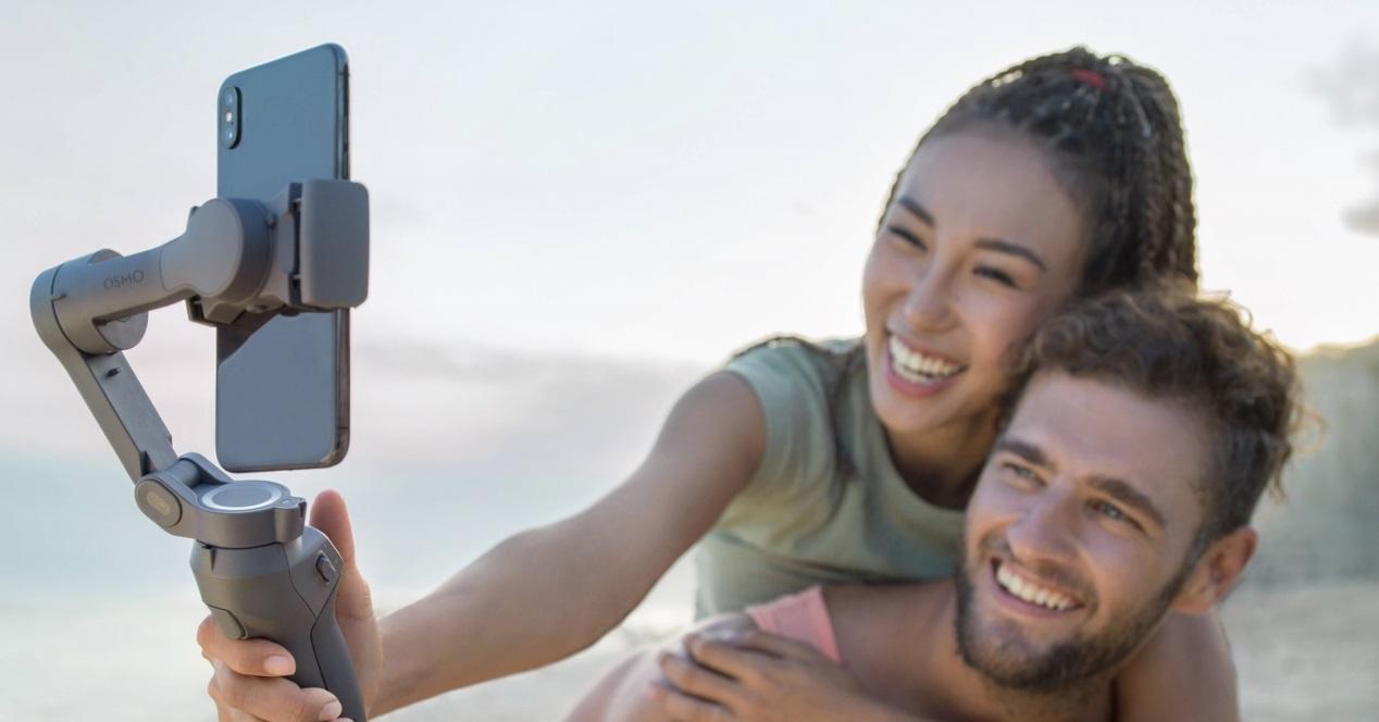 DJI Osmo Mobile 3 y una pareja