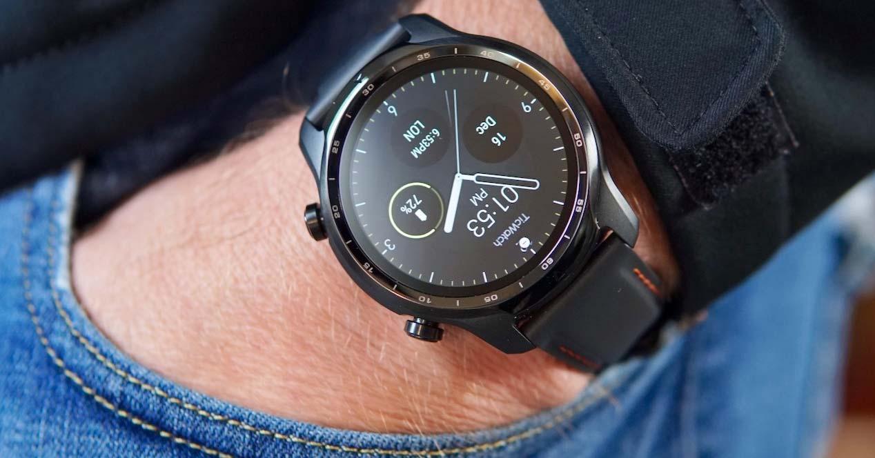 uso del reloj inteligente TicWatch Pro