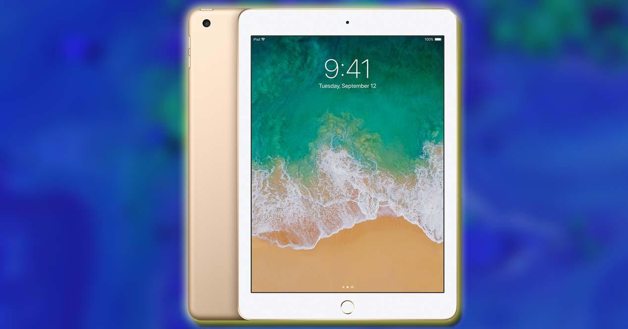Tablet de Apple con fondo azul
