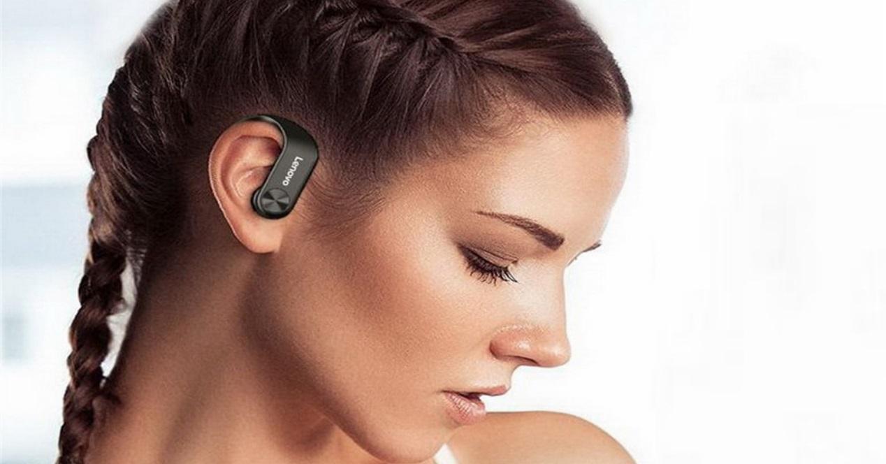lenovo lp7 y chica con auriculares